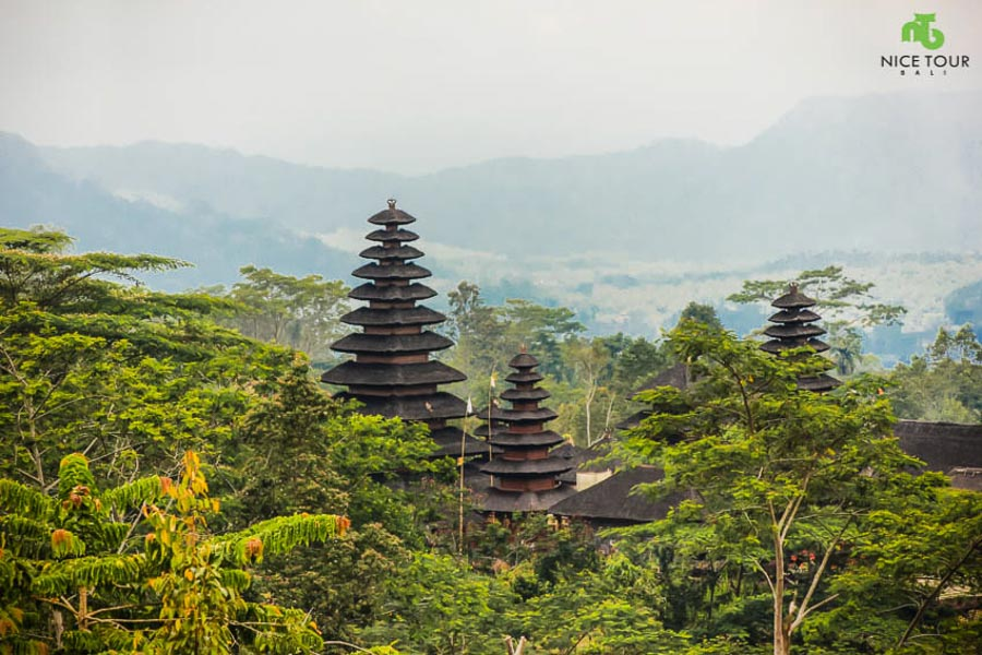 A Day in Bali : Barong Dance, Lakes, Volcano & Mother Temple of Bali