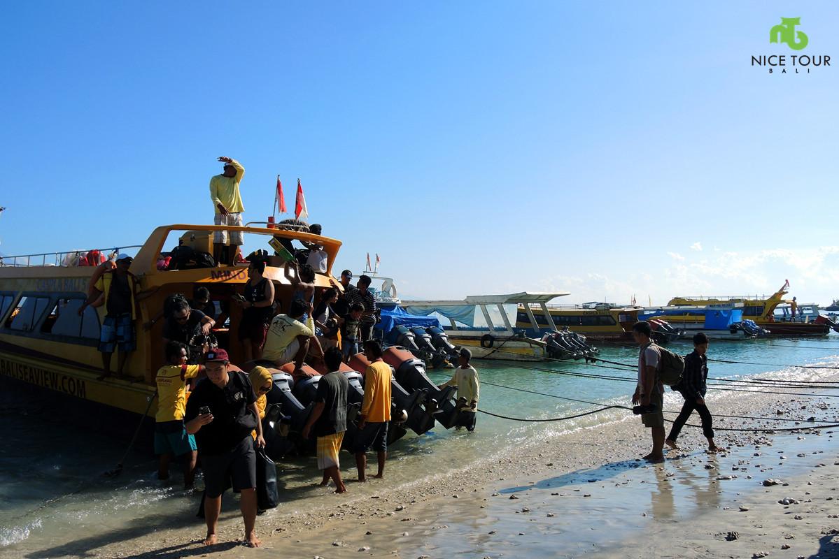 Speed boat at Buyuk Harbour, Nusa Penida