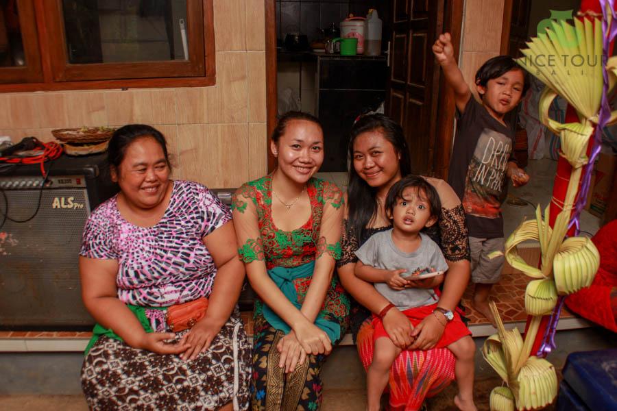 Balinese Wedding the ladies