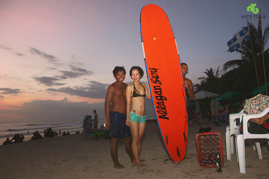 Angie at Bali: I did surfing for the first time in Kuta Beach, Bali