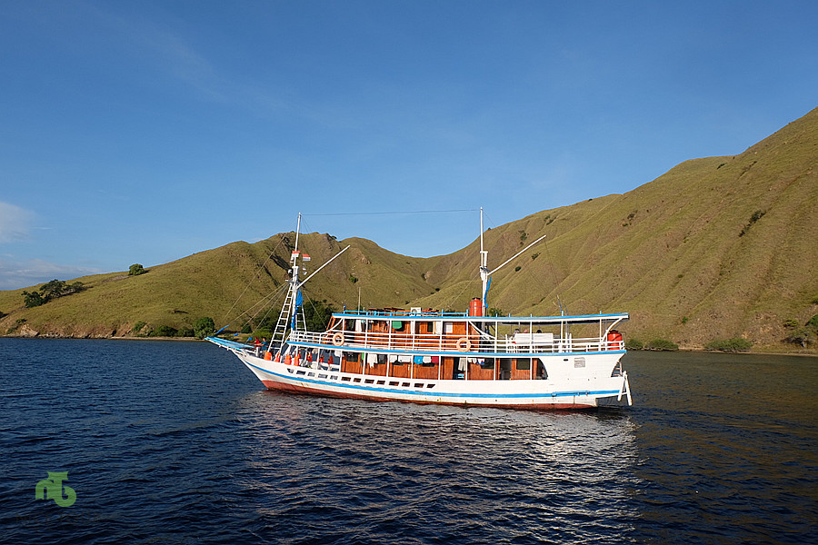 sailing boat during Komodo island tour from bali