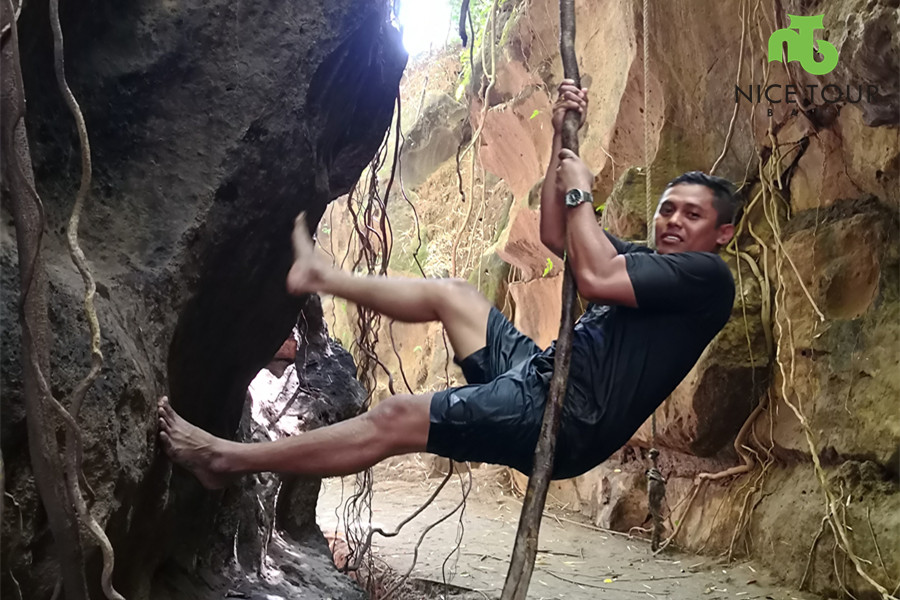 Rock Climbing Hidden canyon Beji Guwang