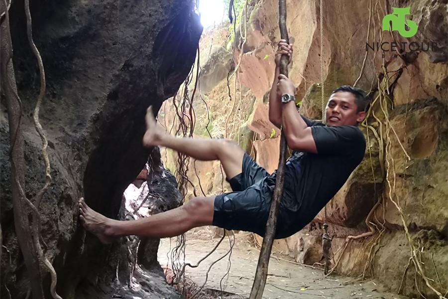 Rock Climbing Hidden canyon Beji Guwang