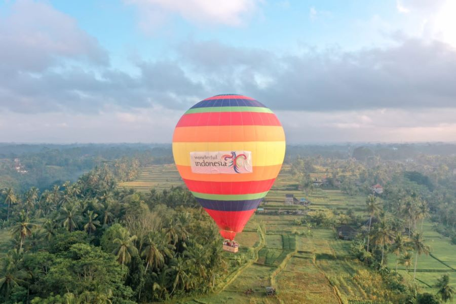 [Deals] Hot Air Balloon Bali Ubud Price USD 100 include transfers & meals!